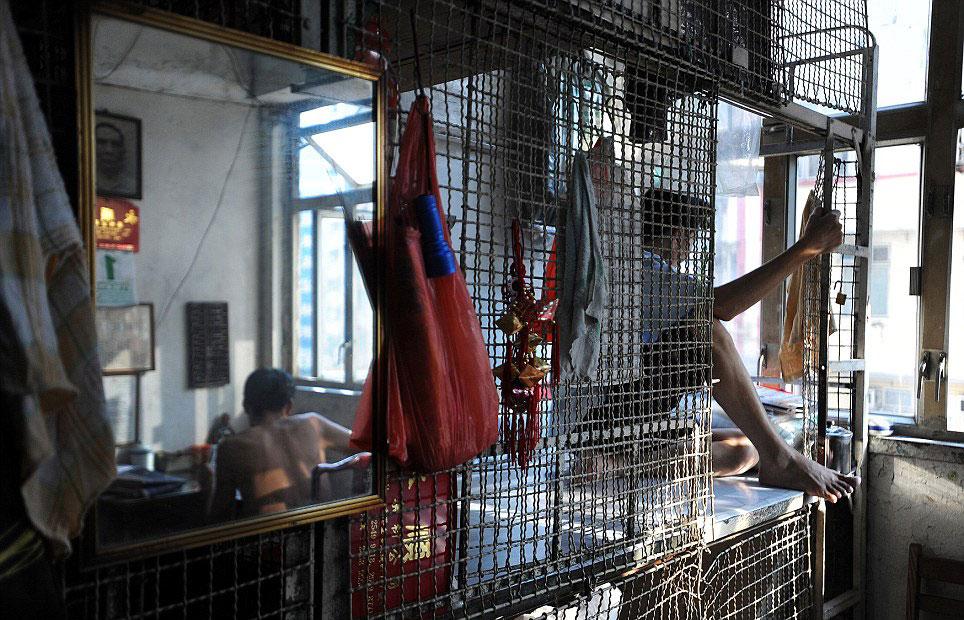 生活时尚_带你一览香港贫民窟——笼屋_FineBornChina时尚生活